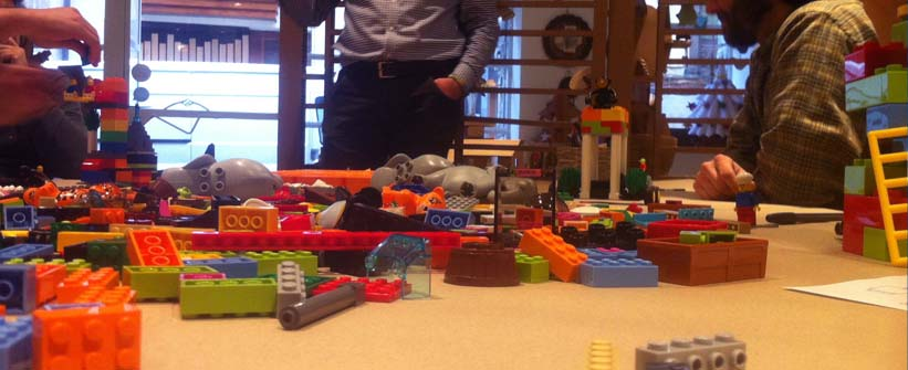 Crónica de #sábadosenelcoworking : Creación de espacios colaborativos con Oscar Muñoz de Entropikus y Lego® Serious Play®